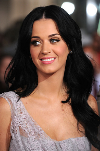 Katy Perry wallpaper probably containing a portrait titled Katy Perry @ the Premiere of 'The Tempest'