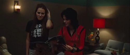Kristen as Joan  Jett - kristen-stewart-as-joan-jett Screencap