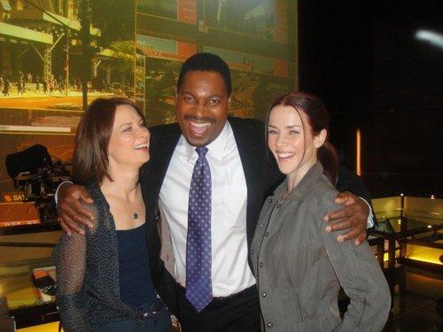 Mary Lynn, Mykelti Wiliamson, & Annie on S8 Set