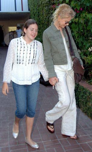 Nicole and daughter Bella at 프레드 Segal
