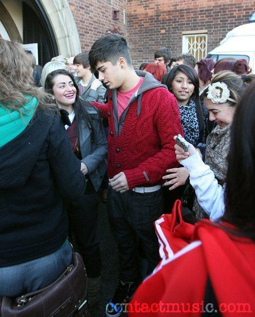 Red Hot Zayn Getting Mobbed By Girlz (He Owns My Heart & Always Will) Those Coco Eyes :) x