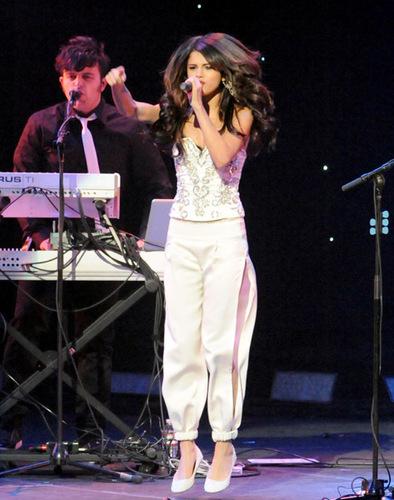Selena on Concert,Los Angels,December 5th,2010