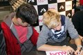 Sizzling Hot Zayn & Cutie Niall At Book Signing In Hmv Bradford (I was Their :) Best jour Of My Life