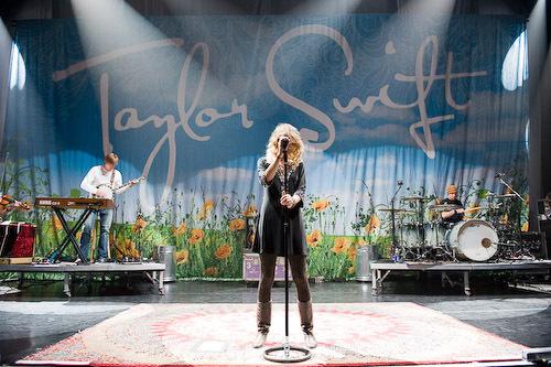 Taylor Swift - Photoshoot #046: Rolling Stone (2008)