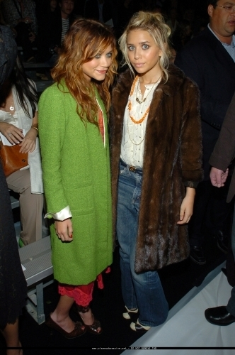 Mary-Kate & Ashley Olsen wallpaper containing a fur coat called 13-09-04- Mary-kate & Ashley at Marc Jacobs Spring 05 Fashion Show