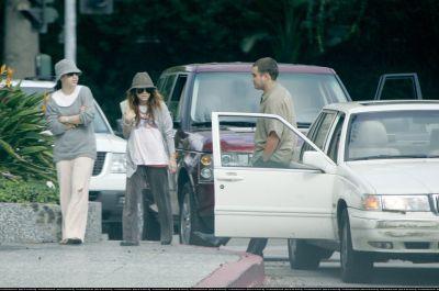 17-10-04 - Mary-Kate getting coffee in Santa Monica