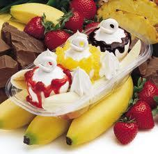 Ice Cream wallpaper containing a strawberry, a virginia strawberry, and a fruit salad called Banana Split