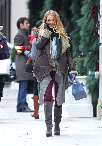 Blake filming 'Gossip Girl' in NYC {December 13th 2010}