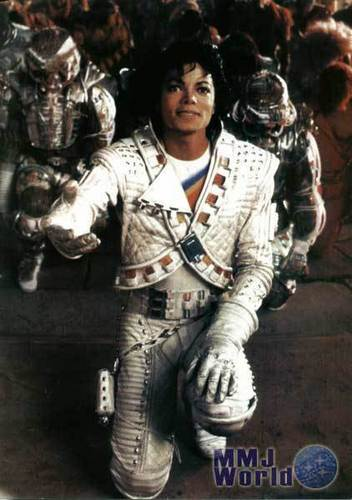 Captain Eo achtergrond probably with a green beret, a rifleman, and a navy zeehond, seal titled Captain Eo