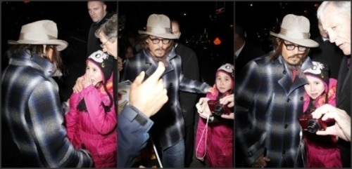 Depp Saves Young fan From the Paparazzi While in New York To appear on David Letterman tampil