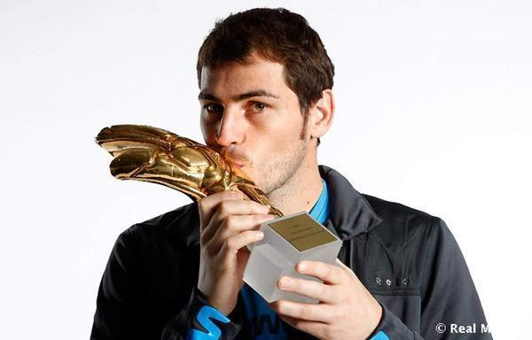 Iker Casillas , su novio Iker-and-his-golden-glove-iker-casillas-17694268-600-384