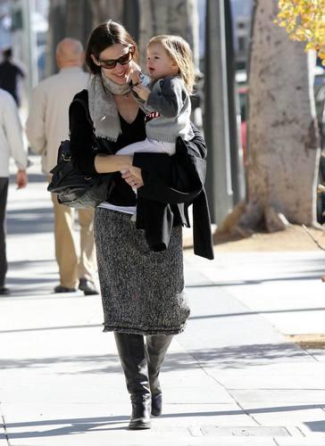 Jen & Seraphina Out in LA  12/7/10