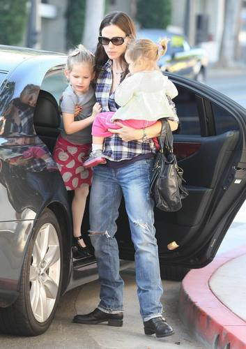 Jen & The Girls out & about in LA 12/9/10