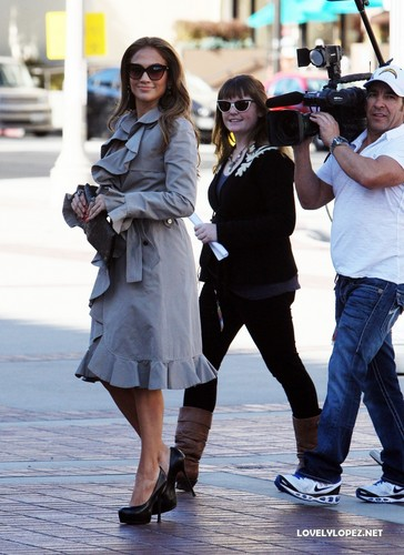 Jennifer arriving to the American Idol studio - Hollywood week 12/8/10