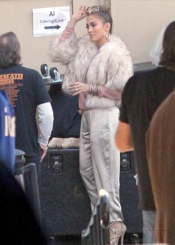 Jennifer backstage: American Idol studio 12/9/10
