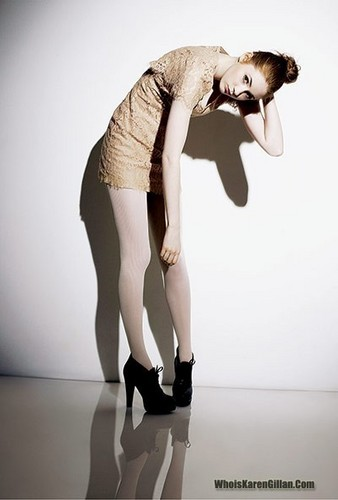 Doctor Who achtergrond with tights titled Karen Gillan