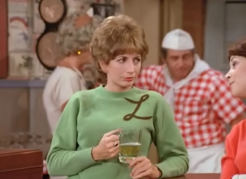 Laverne & Shirley پیپر وال probably containing an outerwear entitled Laverne & Shirley