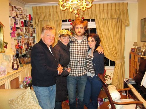 New/Old photo of Rob and Kristen at last year's christmas at Londres
