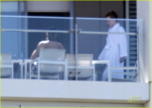 Nicole Kidman & Keith Urban: Balcony Break with Sunday Rose!
