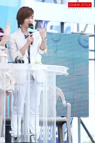 Onew Rehearsal संगीत Core Special 2010 Republic of Korea 100812