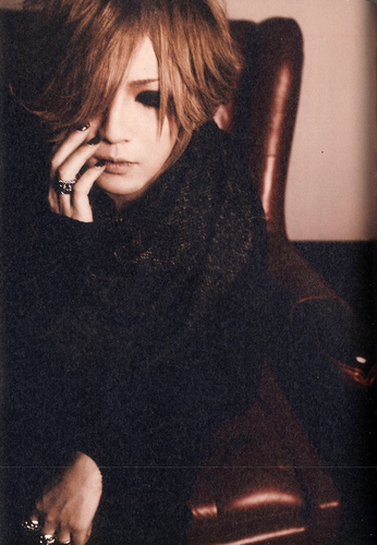 The Gazette achtergrond called Ruki - Rock and Read vol. 33