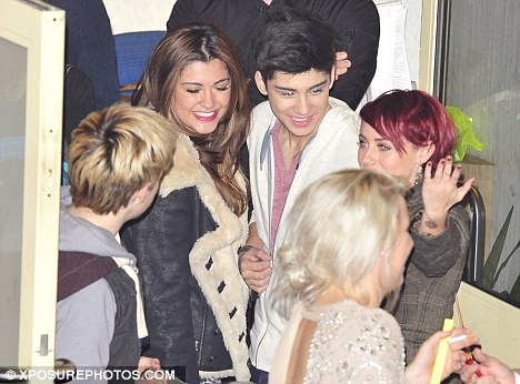 Sizzling Hot Zayn Is Wiv Geneva Lane (They Go Public) He Owns My دل & Always Will :) x