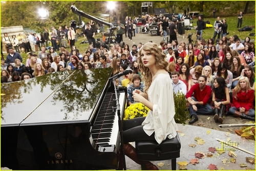 Taylor Swift: Speak Now Thanksgiving konser Special