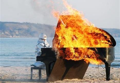 ): Burned đàn piano