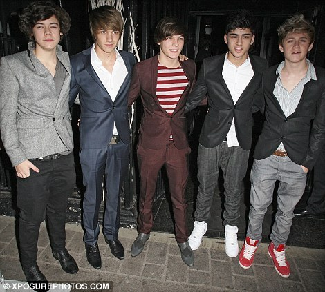 1D At X Factor लपेटें Party Looking Handsome/Smart/Hot In Their सूट्स :) x