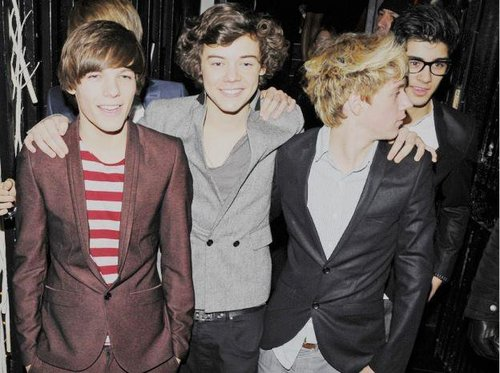 1D At X Factor inpakken, wrap Party Looking Handsome/Smart/Hot & Very Dashing :) x