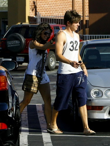 2009, Zac & Vanessa