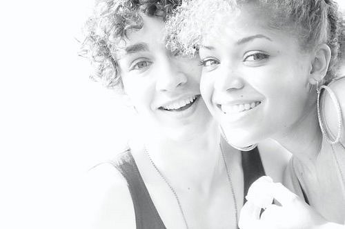 Antonia Thomas and Robert Sheehan