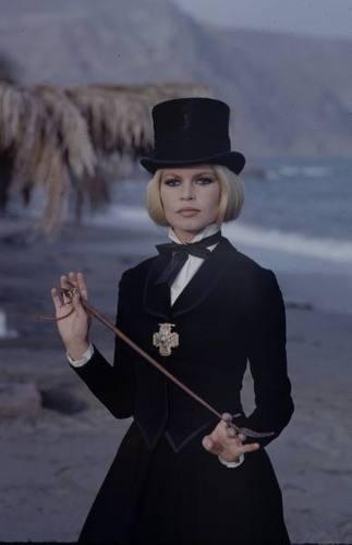 Brigitte Bardot hình nền entitled BB