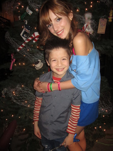 Bella and Davis at the Shake It Up cast 크리스마스 party(: