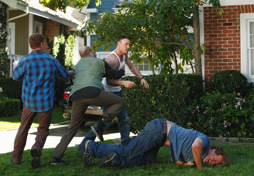Desperate Housewives - Episode 7.10 Down The Block There's a Riot - और HQ Promotional चित्रो
