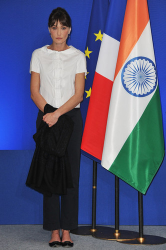 French President Nicolas Sarkozy And Carla Bruni-Sarkozy Visit India - день 4
