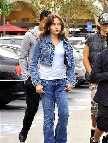 paris jackson fondo de pantalla containing a street, a carriageway, and a hip boot titled Full pic?