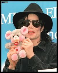 God MJ had the same teddy медведь as me...:'( i still have it..<3