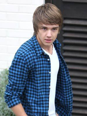 Goregoes Liam (I amor The Shirts That He Wears) :) x
