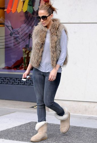 Jennifer Leaving the Hermes boutique in Beverly Hills 12/16/10