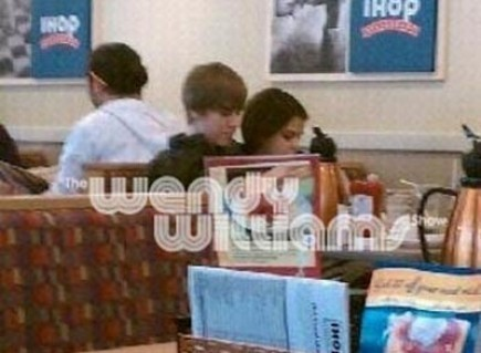 Justin Bieber and Selena Gomez wallpaper possibly containing a brasserie, a reading room, and a portrait called Justin Bieber and Selena Gomez