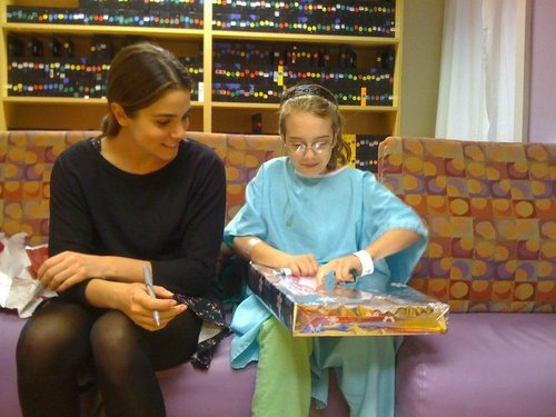 Nikki visit children's hospital