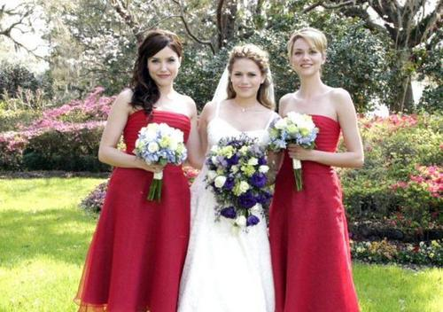 TV Female Characters karatasi la kupamba ukuta possibly with a bridesmaid called Peyton, Brooke & Haley