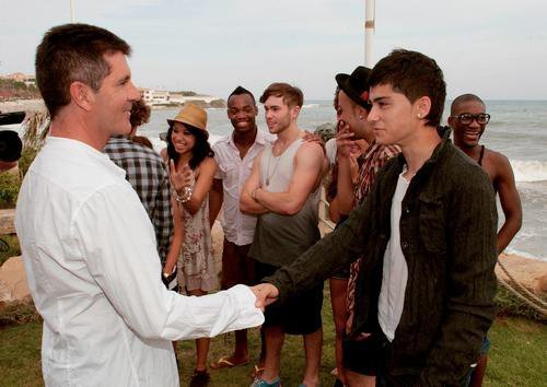 Sizzling Hot Zayn Shaking Hands Wiv His NOW Manager At Judges House (I'm So Proud Of Him) :) x