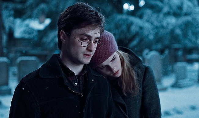 images4.fanpop.com/image/photos/17700000/The-Deathly-Hallows-harry-potter-17741143-651-388.jpg
