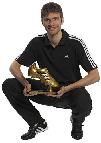 Thomas and his golden shoe