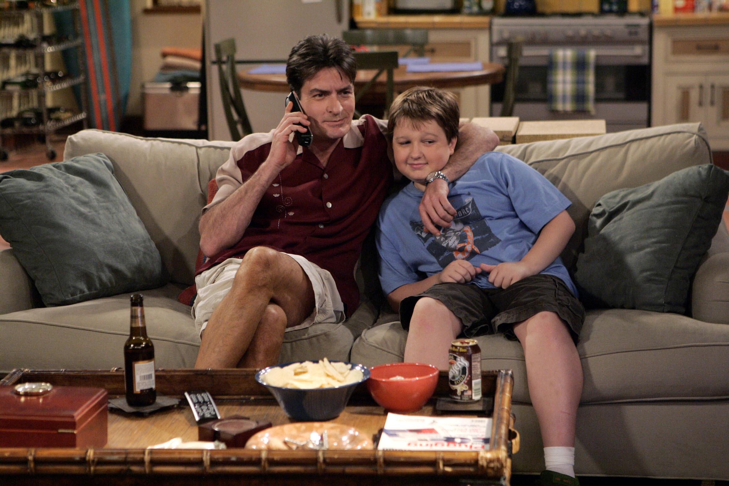 Чарли шин в сериале два с половиной человека