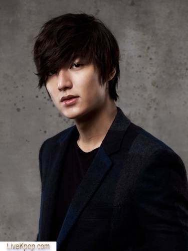 Lee Min Ho hình nền possibly with a business suit, a well dressed person, and a portrait entitled leeminho