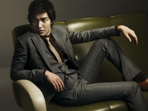 Lee Min Ho wallpaper with a well dressed person and a business suit called leeminho