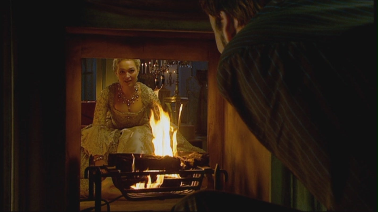2x04 The Girl in the Fireplace